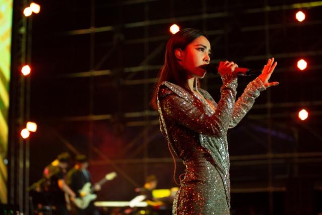 Ünlü Tayvanlı Şarkıcı, Dansçı, Aktris Jolin Tsai Herkesi Büyüledi