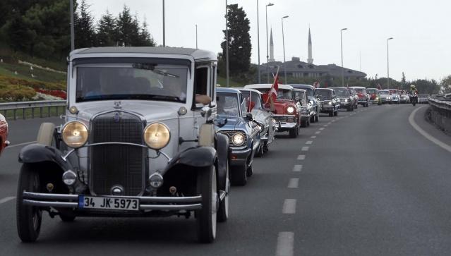 Türk Bayraklarıyla Süslenmiş Klasik Araçlar, 30 Ağustos Zafer Konvoyunda Bir Araya Gelecek