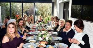 Canan Göztepe Yeni Yaşını Dostlarıyla Kutladı