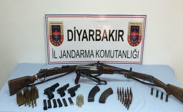 Diyarbakır'da silah kaçakçısının deposu basıldı, cephanelik çıkarıldı