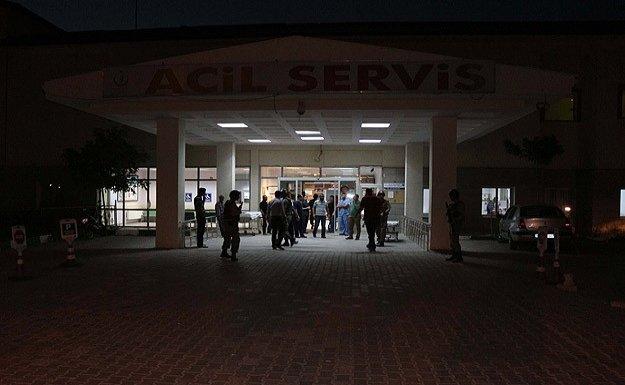 Şehit cenazesinden dönen askeri minibüs devrildi