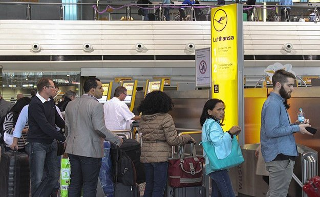 Lufthansa bin uçuşunu iptal etti