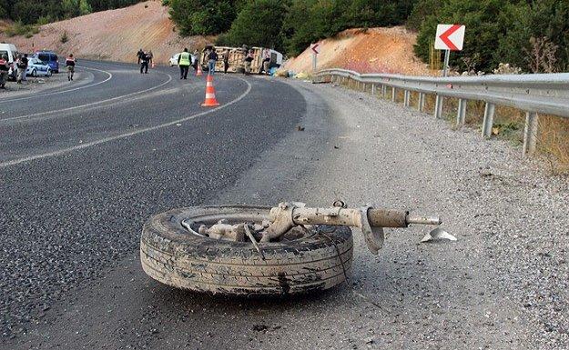 Sivas'ta iki minibüs çarpıştı: 1 ölü, 17 yaralı