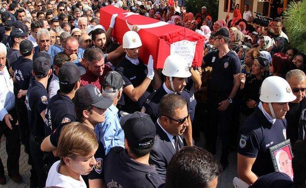 Şehit polis memuru Tayfun'un cenazesi Mersin'de toprağa verildi
