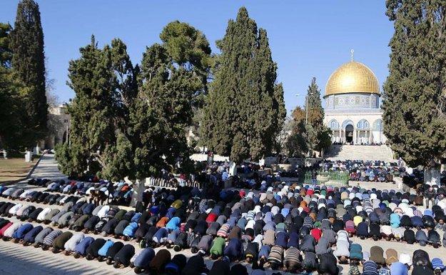 On binler Mescid-i Aksa'da cuma namazı kıldı