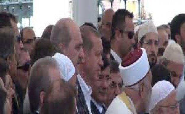 Başbakan Davutoğlu: İnandığını Cesurca Haykıran Bir Kalemdi