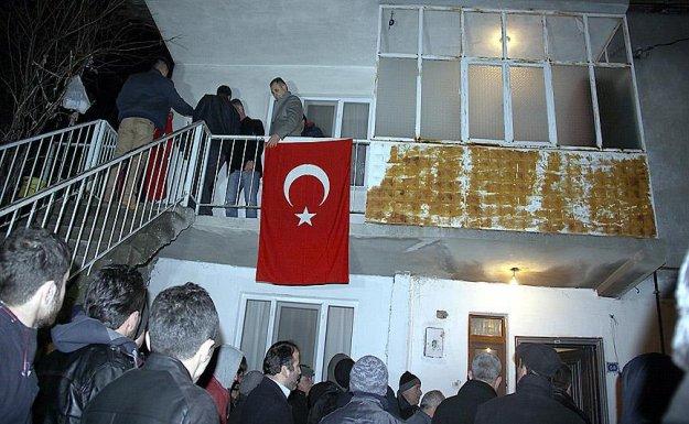 Şehit polis memuru Alican Öztürk'ün cenazesi baba evine getirildi