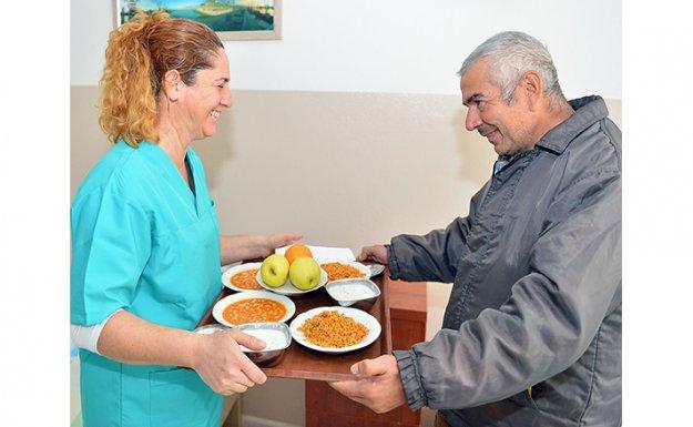 İzmir Büyükşehir Belediyesi Evsizlere Sahip Çıkıyor