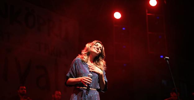 Ayla Çelik Şarkılarıyla Uzunköprü'den Geçti
