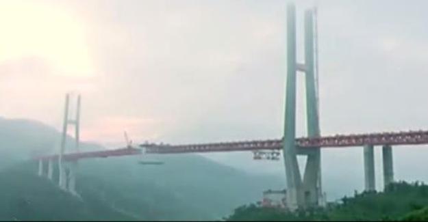 Çin'de Dünyanın En Yüksek Köprüsü Bitmek Üzere