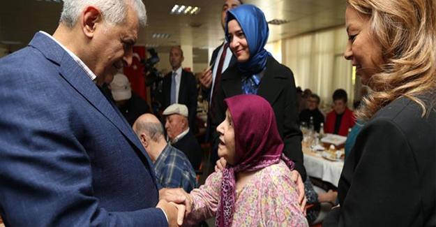 Başbakan Yıldırım Seyranbağları Huzurevi'ni Ziyaret Etti