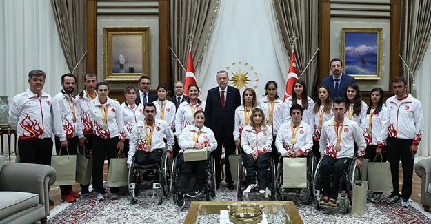 Cumhurbaşkanı Erdoğan Madalya Alan Paralimpik Sporcuları Kabul Etti