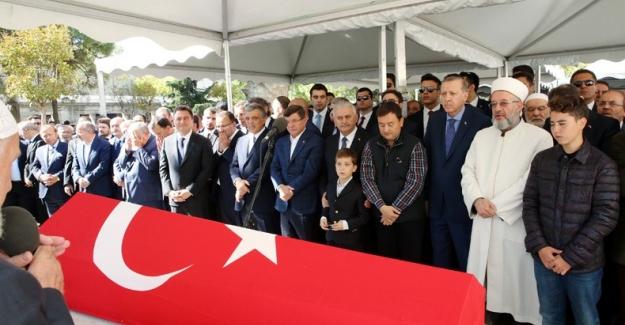 Eski Maliye Bakanı Unakıtan Ebedi Yolculuğuna Uğurlandı