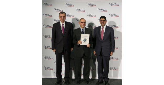 """Kuveyt Türk'e """"Türkiye'nin En İyi İslami Finansal Kuruluşu"""" Ödülü"""