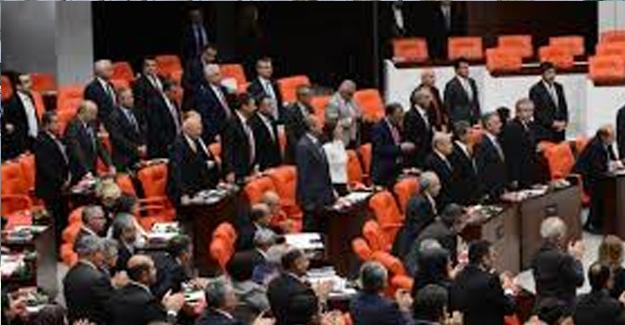 Yeni Yasama Yılı Açılışında HDP'liler Cumhurbaşkanı Erdoğan İçin Ayağa Kalkmadı
