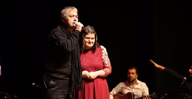 Cengiz Kurtoğlu Zeytinburnu'nda Hayranlarıyla Buluşuyor