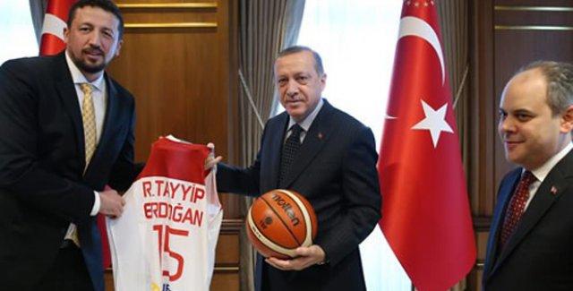 Cumhurbaşkanı Erdoğan Türkiye Basketbol Federasyonu Heyetini Kabul etti