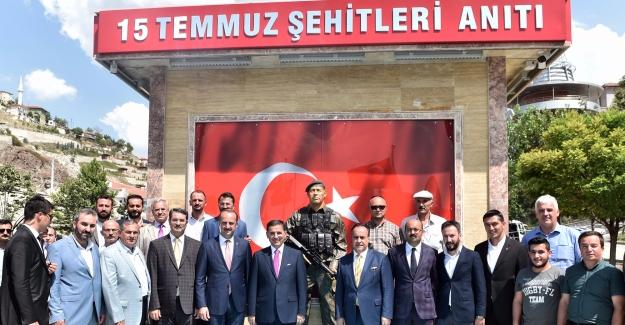 Ankara Valisi Topaca 15 Temmuz Şehitleri Anıtı'nı Gezdi