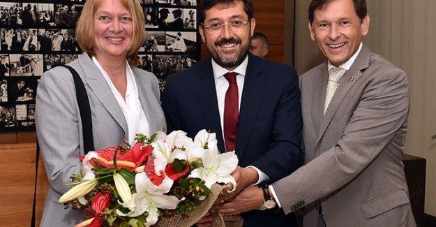 Beşiktaş Belediye Başkanı Hazinedar Herne Belediye Başkanı Dudda'yı Ağırladı