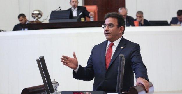 CHP'li Budak: 15 Tummuz'u Kutuplaştırma Aracı Yapmak Demokrasiye İhanettir