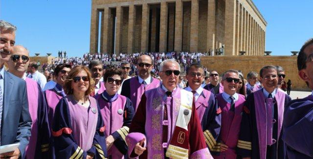 Hacettepe Üniversitesi 50.Yılında Ata'nın Huzurundaydı