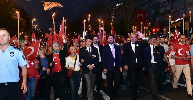 Beşiktaş'ta Zafer Bayramı Binlerce Kişinin Katıldığı Programlarla Kutlandı