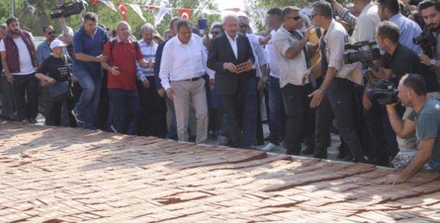 Kılıçdaroğlu'ndan Adalet Anıtı'na Tuğla