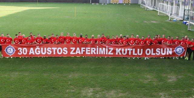 Osmanlıspor, 30 Ağustos Zafer Bayramı'nı kutladı