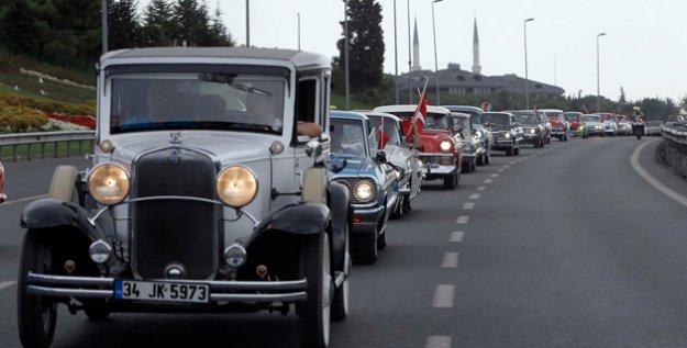 Zafer Bayramında Atatürk'lü Konvoy