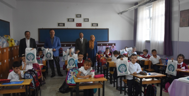 Eğitimci Başkan Güney'den Öğrencilere Kırtasiye Desteği