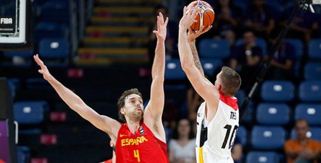 İlk Yarı Finalist İspanya