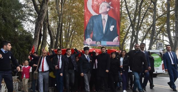 Atatürk Beşiktaş'ta Anıldı