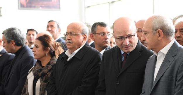 Kılıçdaroğlu İlhan Cihaner'in Ağabeyinin Cenaze Törenine Katıldı