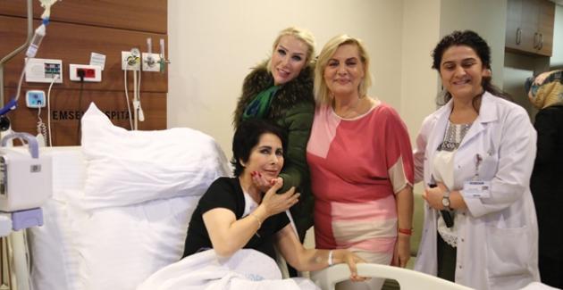 Nuray Hafiftaş'ı Seda Sayan Ve Ceylan Hastanede Ziyaret Etti