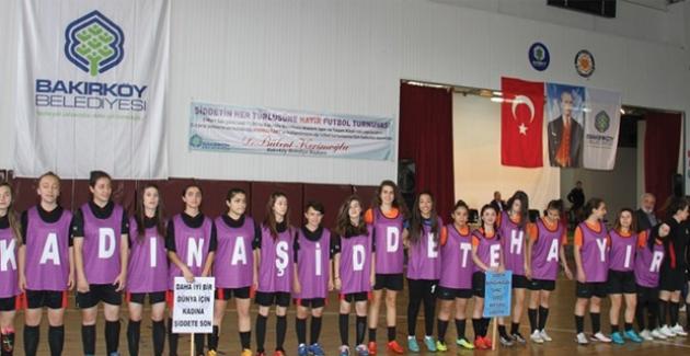 Bakırköy'de Eski Futbolcular Ve Spor Yorumcuları Kadınlar Günü'nde Sahaya Çıkacak