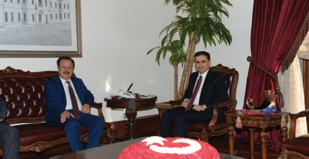 Başkan Turgut Vali Topaca'yı Ziyaret Etti
