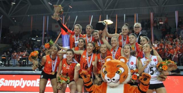 Eczacıbaşı VitrA, CEV Kupası Şampiyonu!