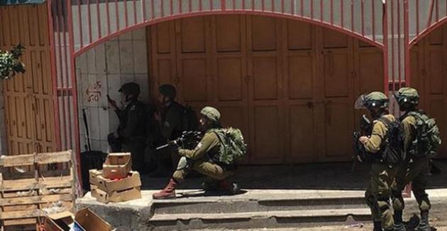 İsrail Ordusu 38 Filistinli'yi Gözaltına Aldı
