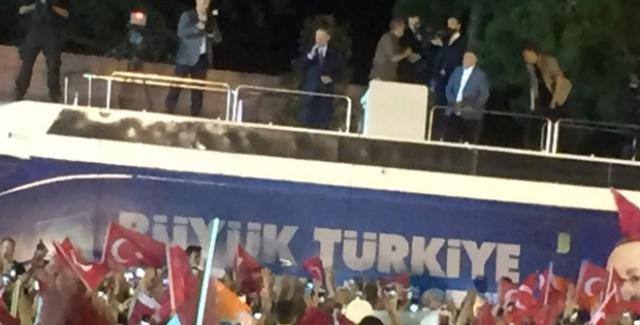 Cumhurbaşkanı Erdoğan Huber Köşkü Önünde Vatandaşlara Seslendi