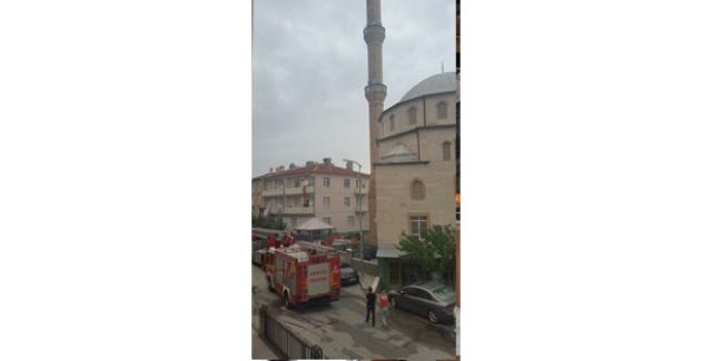 Mamak'ta Camiye Yıldırım Düştü
