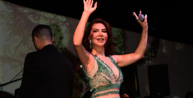 Ebru Yaşar'dan Göz Kamaştıran Performans
