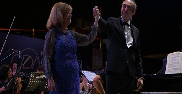 İdil Biret Kuşadası'nda Konser Verdi