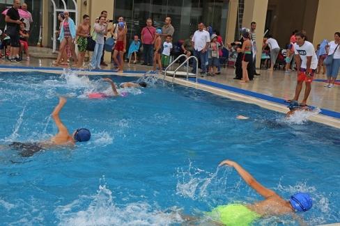 Ataşehirli Çocuklar Yüzme Kursunu Yarışla Tamamladı