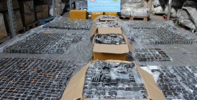 Atatürk Havaalanında 13 Bin 300 Kaçak Cep Telefonu Ele Geçirildi