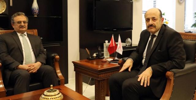 YÖK Başkanı Saraç Pakistan Büyükelçisi İle Görüştü