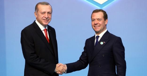 Rusya Başbakanı Medvedev'den Cumhurbaşkanı Erdoğan'a Doğum Günü Kutlaması