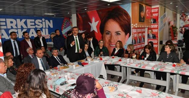 """Çukurova Belediye Başkanı Çetin: """"Sözde Değil Özde Kadın Dostuyuz"""""""