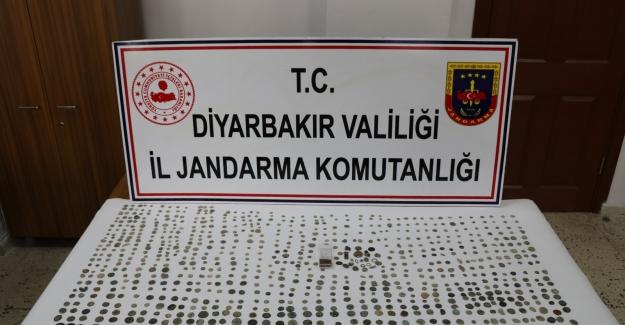 Diyarbakır'da Çok Sayıda Tarihi Eser Ele Geçirildi