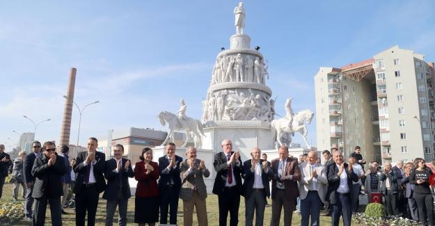 Geleceğe Işık Tutacak 'Ulus Anıtı' Açıldı