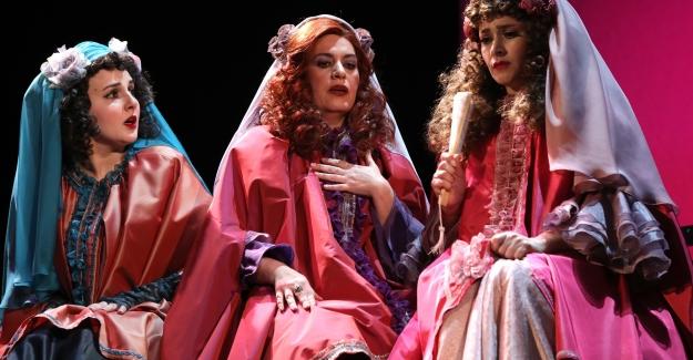 İBB Şehir Tiyatroları Mart Ayında 2'si Yeni, 35 Oyunla Seyirciyle Buluşuyor